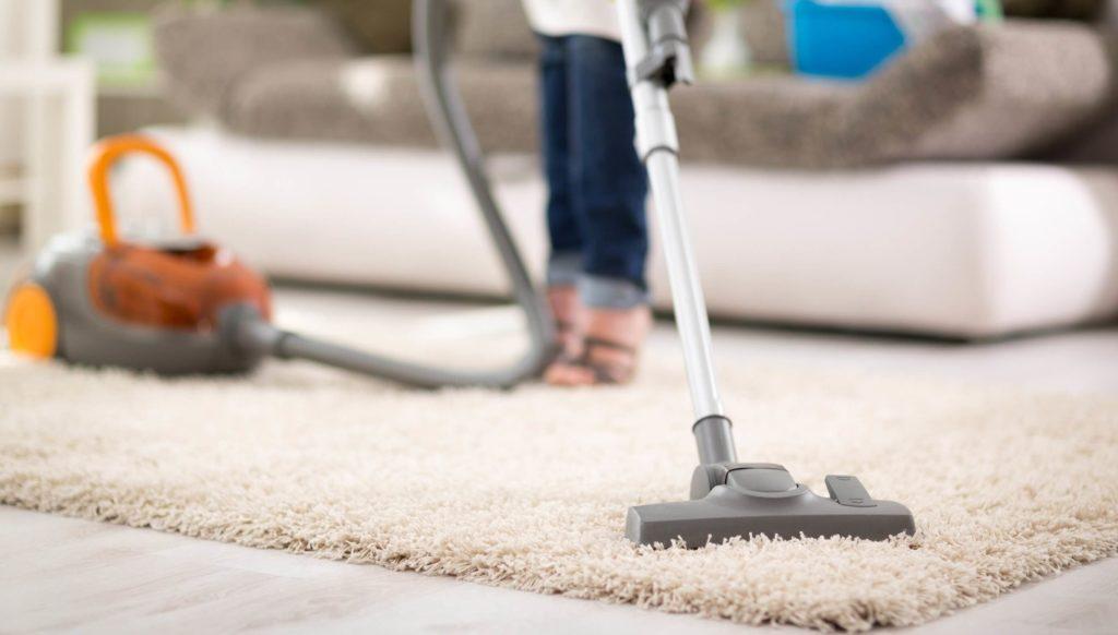 Hướng dẫn vệ sinh vết bẩn cứng đầu trên thảm trải sàn ?